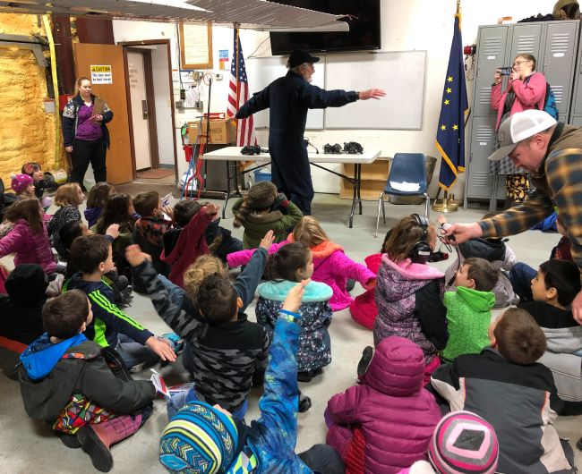 Pilot talks to 40 kindergarten students about flight.